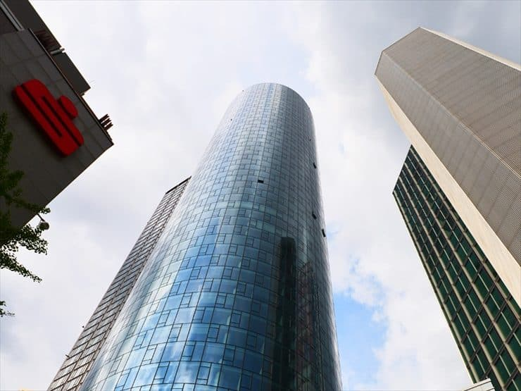 200mの高さを誇るマイン・タワー。屋上にはフランクフルトで一番高い展望台(6.5€)があり、そこから市内が一望できる。