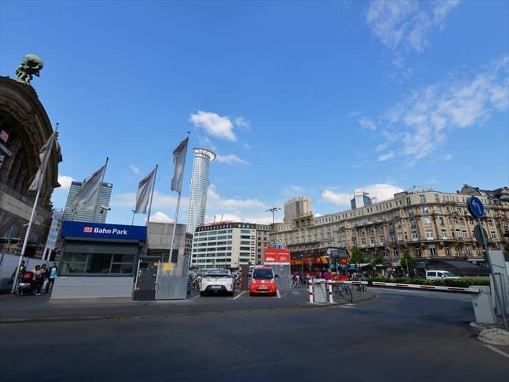 新旧入り混じった街並が特徴的。
