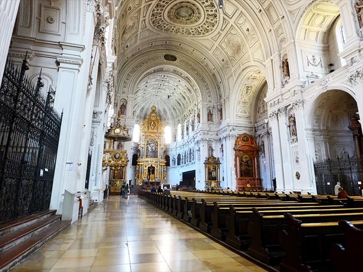 聖ミヒャエル教会/辺りを包む荘厳な雰囲気に圧倒される