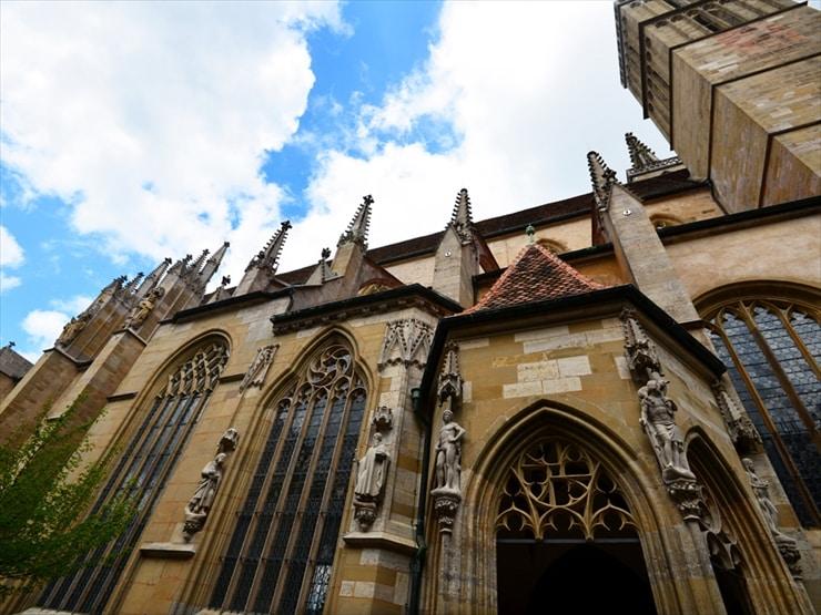 中世の時代に帝国自由都市の中心的存在であった聖ヤコブ教会。150年もの建築期間を経て1484年に完成した。