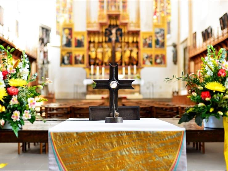 聖ヤコブ教会内部にはフリードリッヒ・ヘルリーン作の15世紀の美しい絵画が現存している。