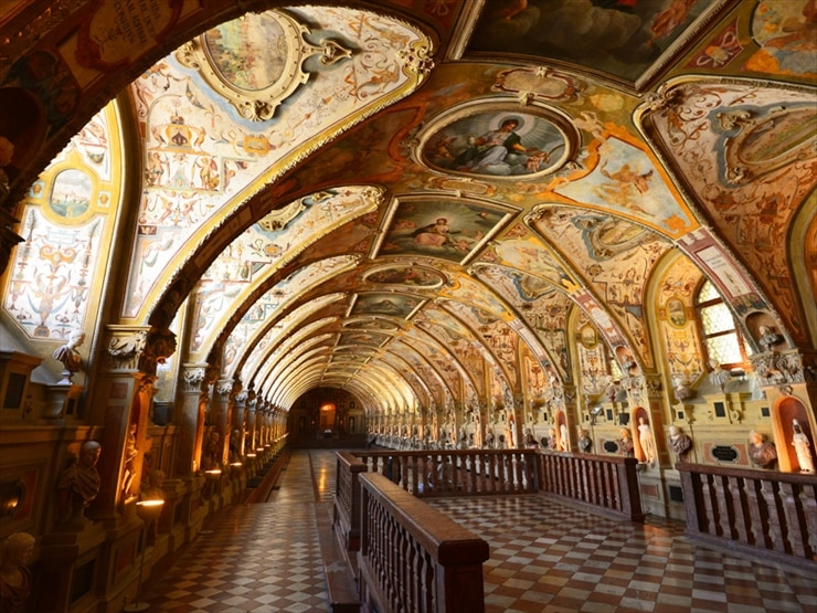レジデンツ/レジデンツ最大の見所となるのがこのアンティクヴァリウム (考古館)。16世紀にアルプレヒト5世時代に建てられたもので、長さ69mのルネサンス様式の丸天井には、見事なフレスコ画が描かれている。