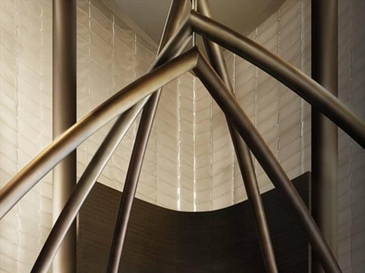アルマーニ・ホテル・ドバイ/メタリック素材を用いて作られたオブジェは、ホテルのロゴマークがイメージされている。