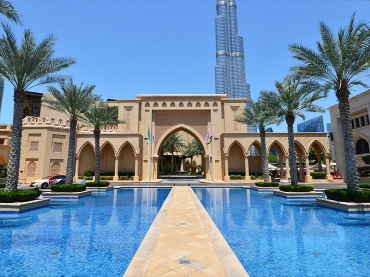 ザ・パレス・ダウンタウン・ドバイ/アラブの宮殿のような外観。ライトアップされた夜は荘厳な雰囲気に包まれる。