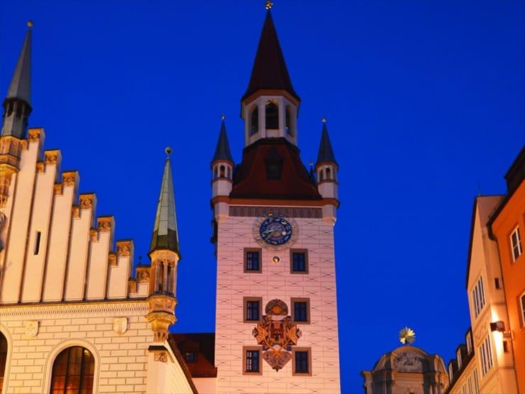 旧市庁舎の建物は現在、おもちゃ博物館として利用されている。