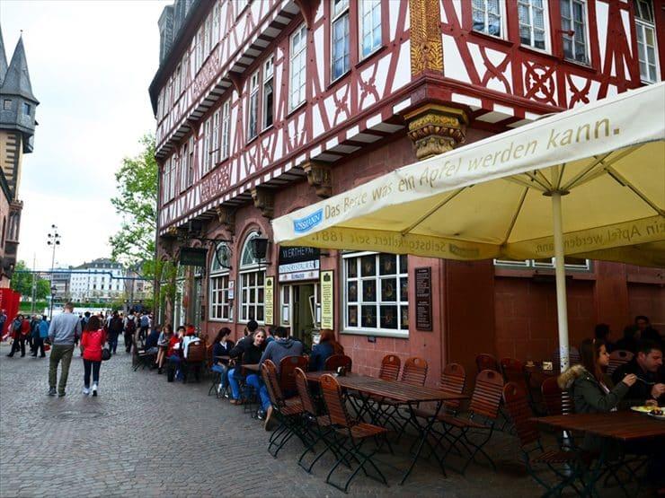 ハウス・ヴェルトハイム:1600年頃のフランクフルトの代表的スタイルの外観。