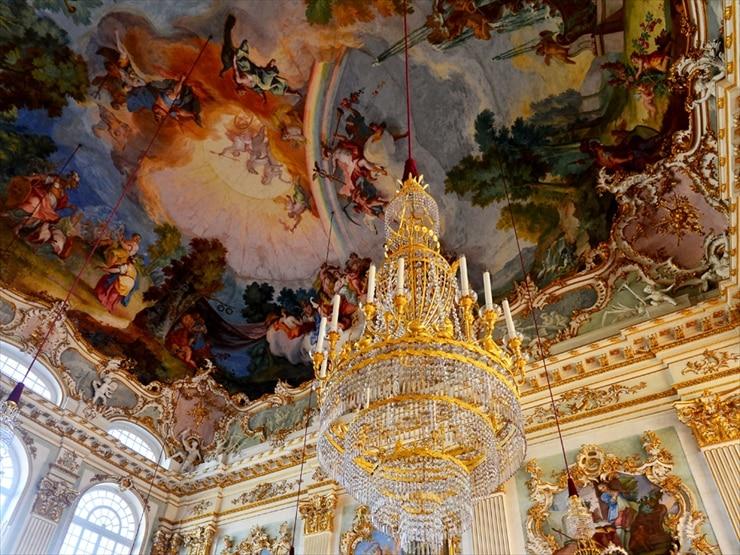 ニンフェンブルク城/石のホールと呼ばれる祝宴広間にある、オリンポスの神々を描いたフレスコ天井画。見事な描写に魅了される。