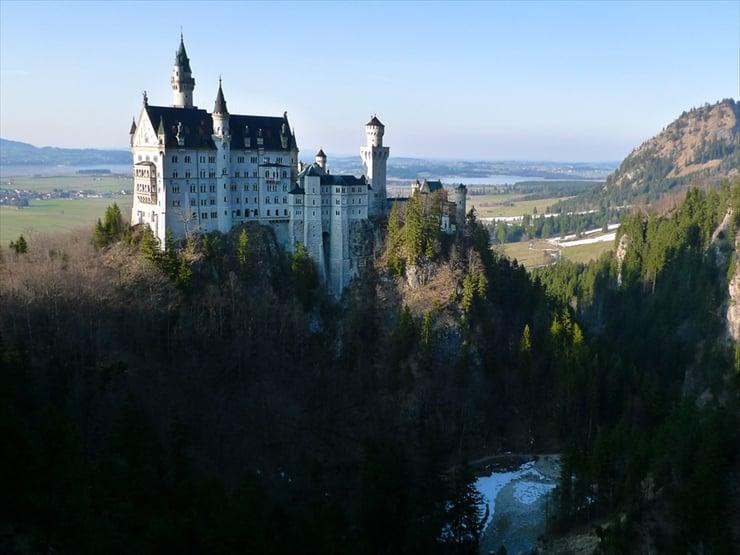 シンデレラ城のモデルともなった幻想的で美しい城。