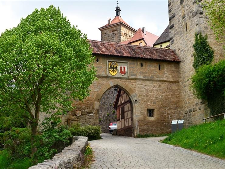 コボルツェラー門。二重橋へ行くには、ここを通るのが一番近道となる。