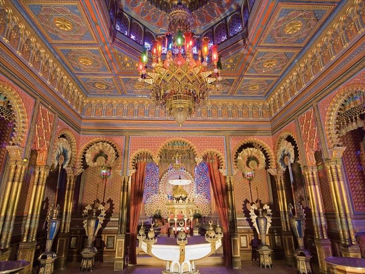リンダーホフ城/別館ムーア式東屋。王はオリエント文化にも深い愛着を持ち、この部屋でトルコ煙草をふかすのが好きだった。