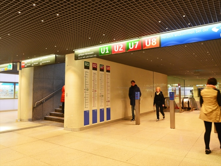 ミュンヘン中央駅の地下鉄構内。行き先によって乗り場が違うので必ず案内板を確認して。