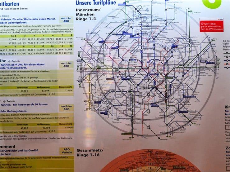 駅構内の案内版でゾーンの確認ができる。