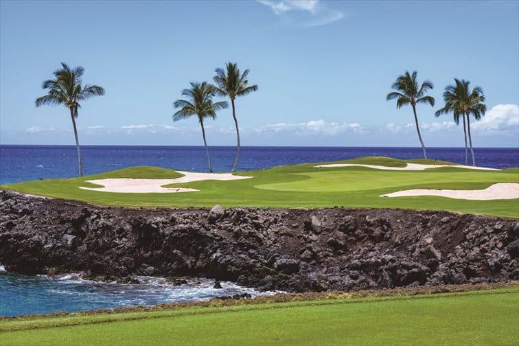 海や山を眺めながらのゴルフ