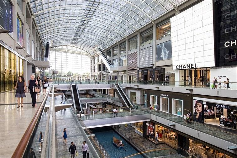 最大規模のショッピングモール内には運河が流れる