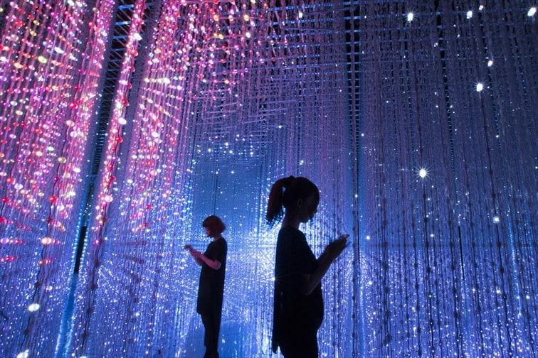 チームラボによる光のデジタルアート