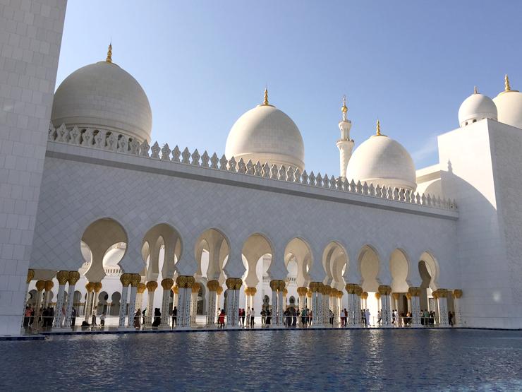 モスクの周辺にたたえられた水