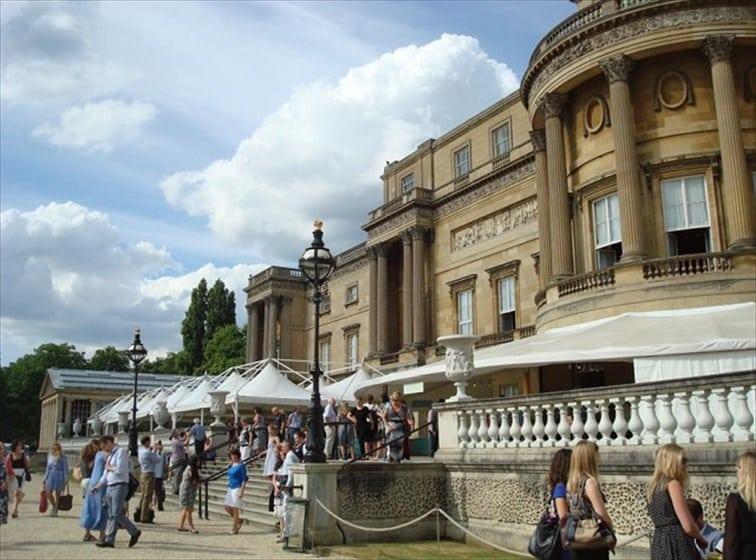 バッキンガム宮殿・夏の一般公開 宮殿内部は撮影禁止なのでご注意