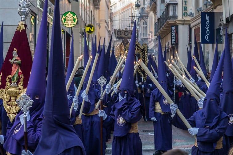 聖金曜日はスペイン各地で宗教行列が出る