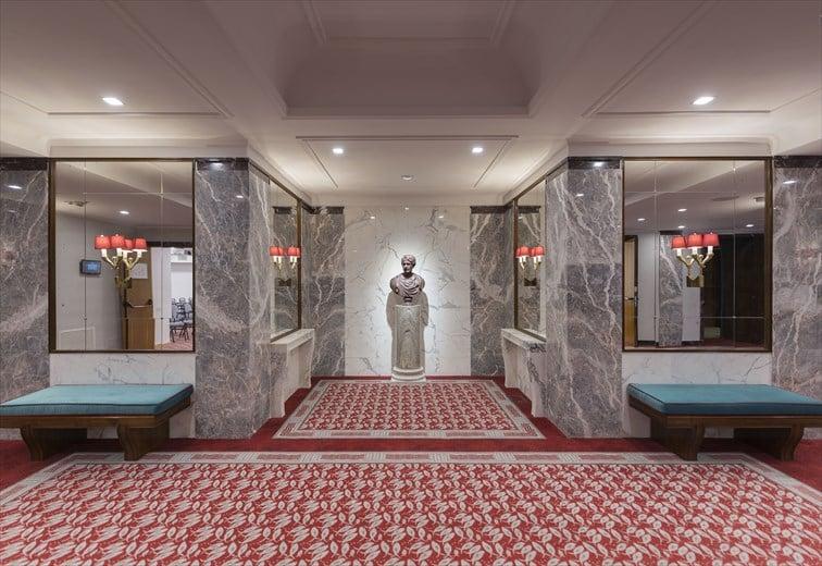 アール・デコとクラシックな雰囲気を兼ね備えるホール