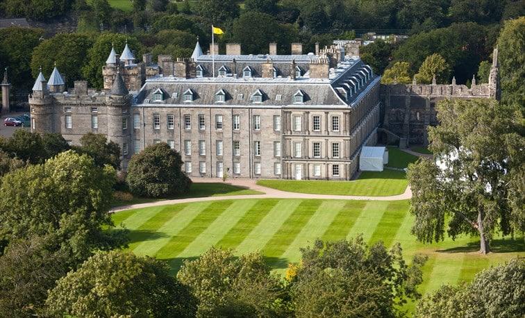 周りを豊かな自然に囲まれた「ホリールード宮殿」
