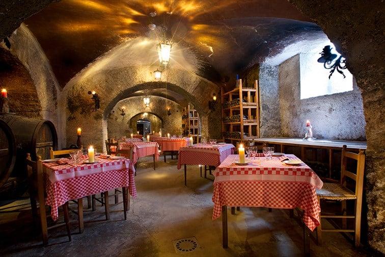 ワインと郷土料理を楽しめるレストラン