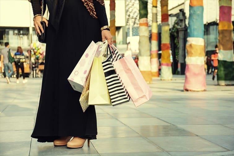UAE人がもつ紙袋の数とブランド名も見応え有りかも!?