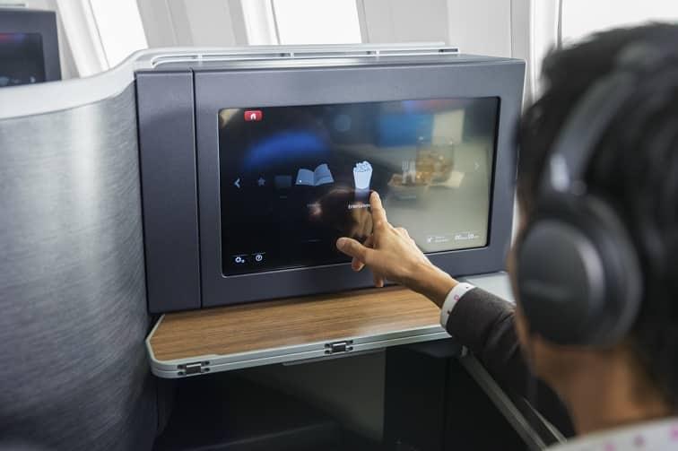 アメリカン航空 ビジネスモニター/イメージ