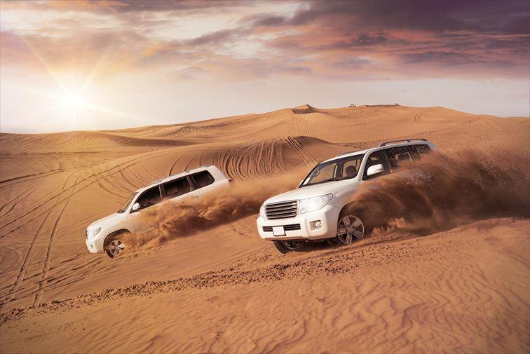 砂漠を4WDで豪快に駆け巡る「デザート・サファリ」