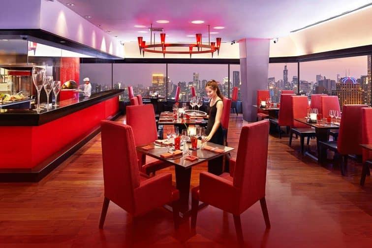 ランドマークホテルのリブルームバー&ステーキハウス
