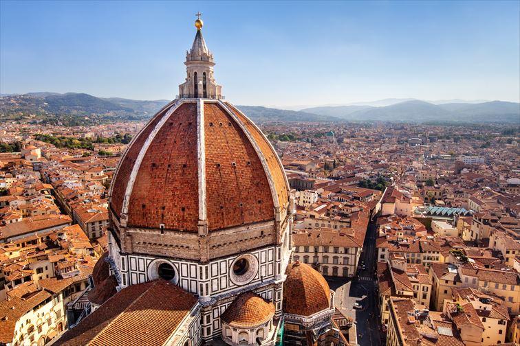 赤レンガの屋根が続く、美しいフィレンツェの街並み