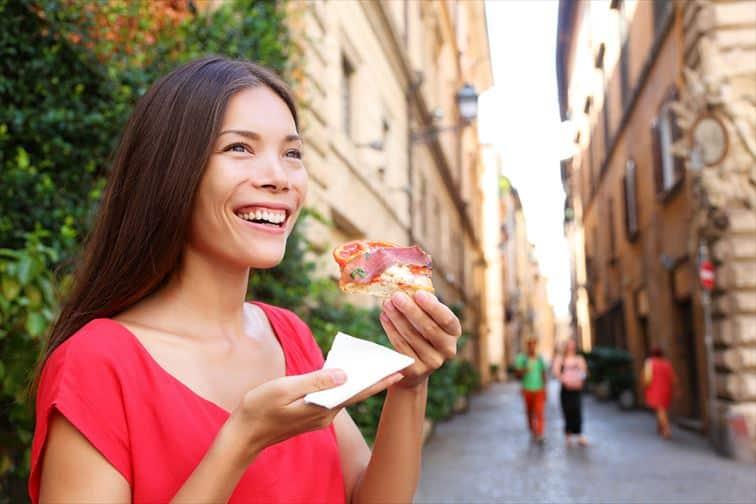 イタリアのファストフードと言われているピザを食べ歩く