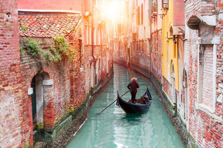 大小様々な運河が入り組むヴェネツィアの街