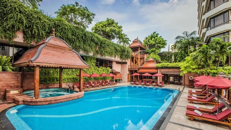 ザランドマークホテルの屋外プール