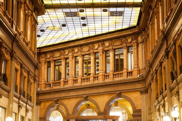 高い天井が開放的なガッレリア アルベルト ソルディ
