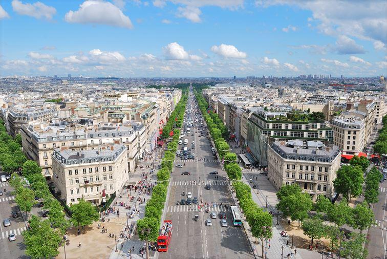 凱旋門の展望台から望むパリ