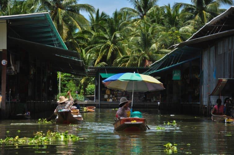 水上マーケット周辺の集落