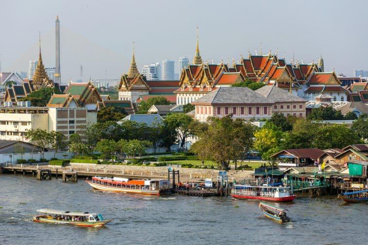 チャオプラヤー川と王宮周辺の眺め