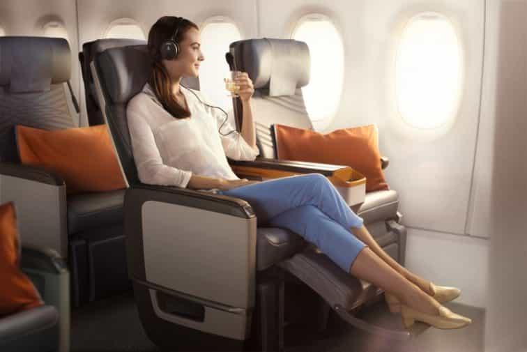 シンガポール航空のプレミアムエコノミーのフットレスト