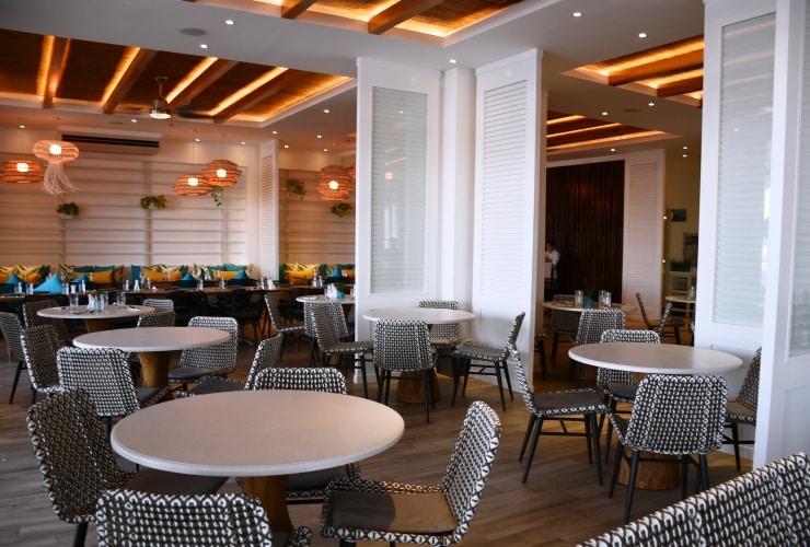ビーリゾート マクタン レストラン