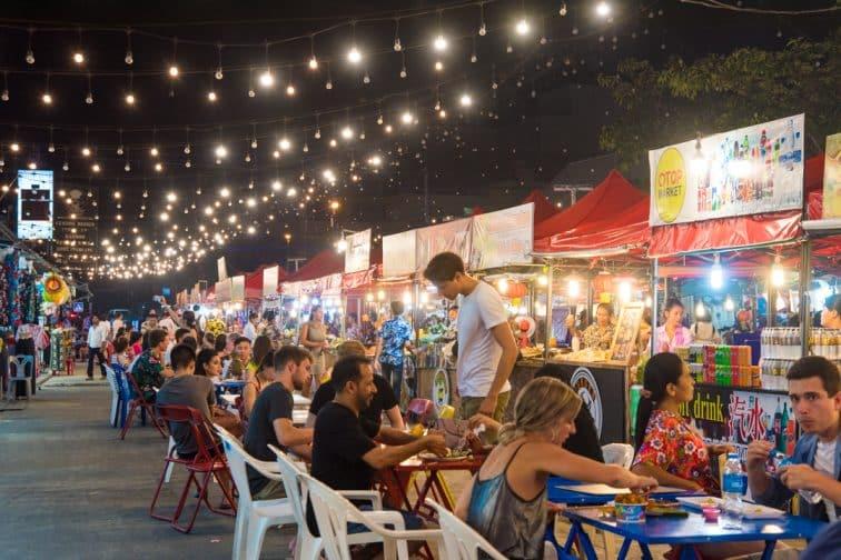 パトンエリアのマーケット「OTOP」」