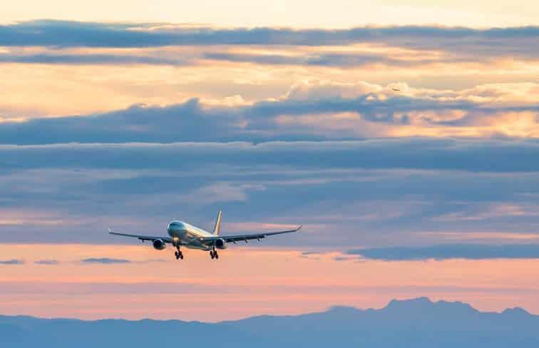 ナイアガラの滝・飛行機イメージ