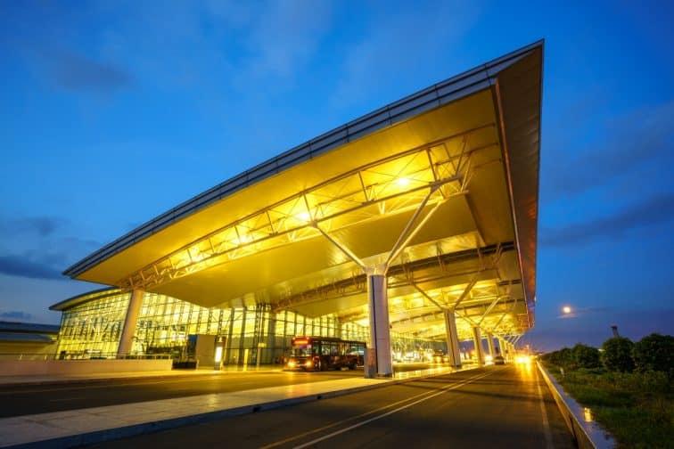 ハノイのノイバイ国際空港の夜景