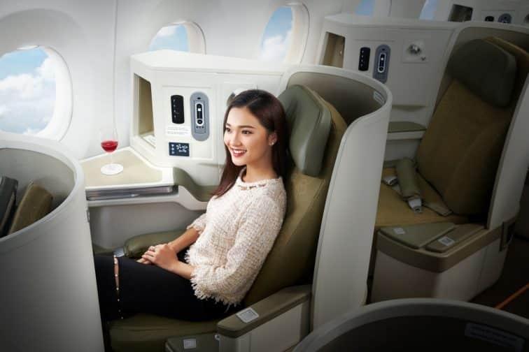 ベトナム航空ビジネスクラスを利用している女性