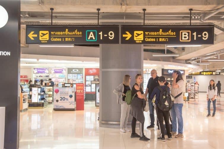 スワンナプーム空港搭乗ゲートの通路