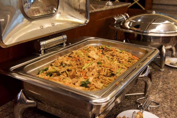 バウマンブリホテルの温かい朝食ビュッフェ