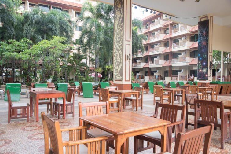バウマンブリホテルの朝食会場
