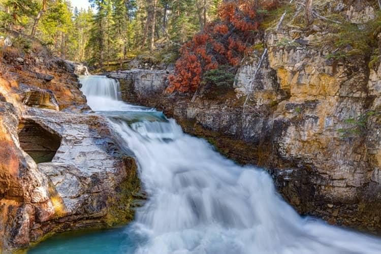 ハイキングの見どころキャメロン滝