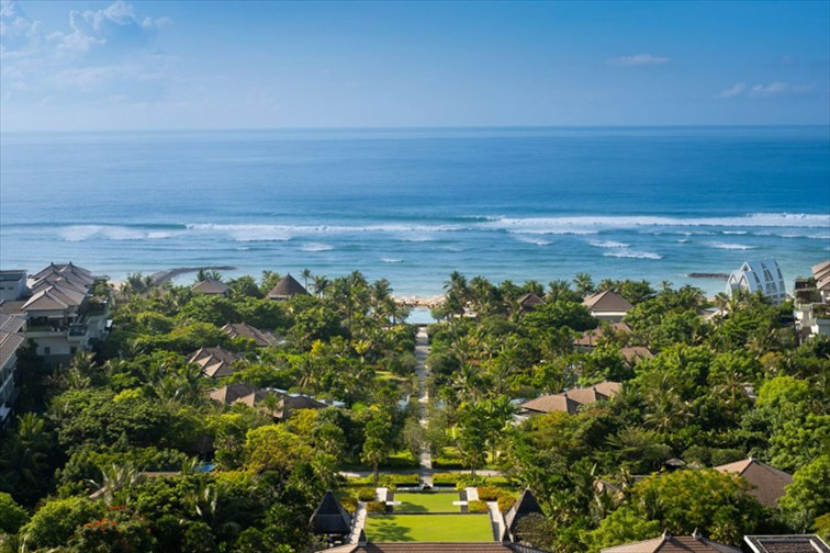 小高い丘の上からのインド洋の美しい景色を楽しめる、ザ リッツカールトン バリ