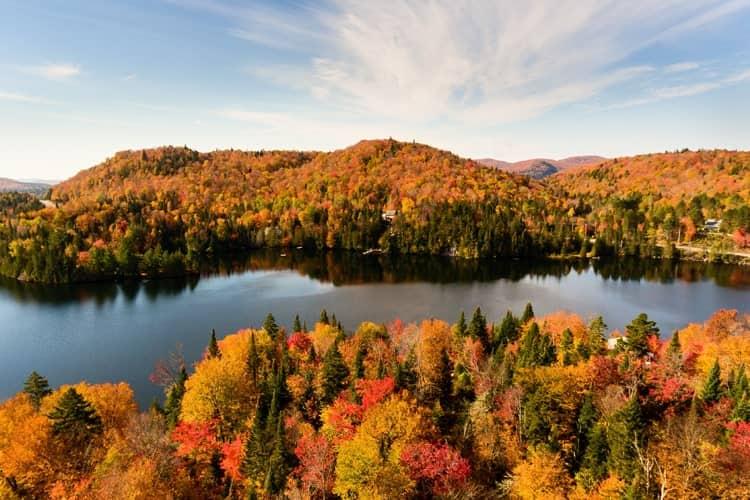 雄大な自然を誇るカナダの紅葉
