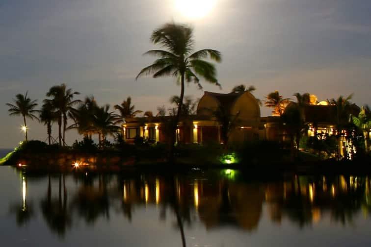 プルクラリゾートダナンが月の明かりに照らされている風景